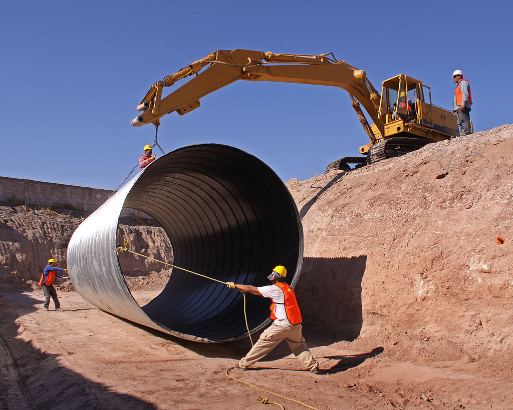 1024px-Pipe_installation_2